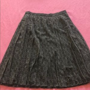 Ann Taylor Black and Grey Ruffled Skirt Size 0